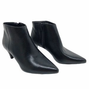 (SH-201) Time and Tru BootS Heel Black Size 9